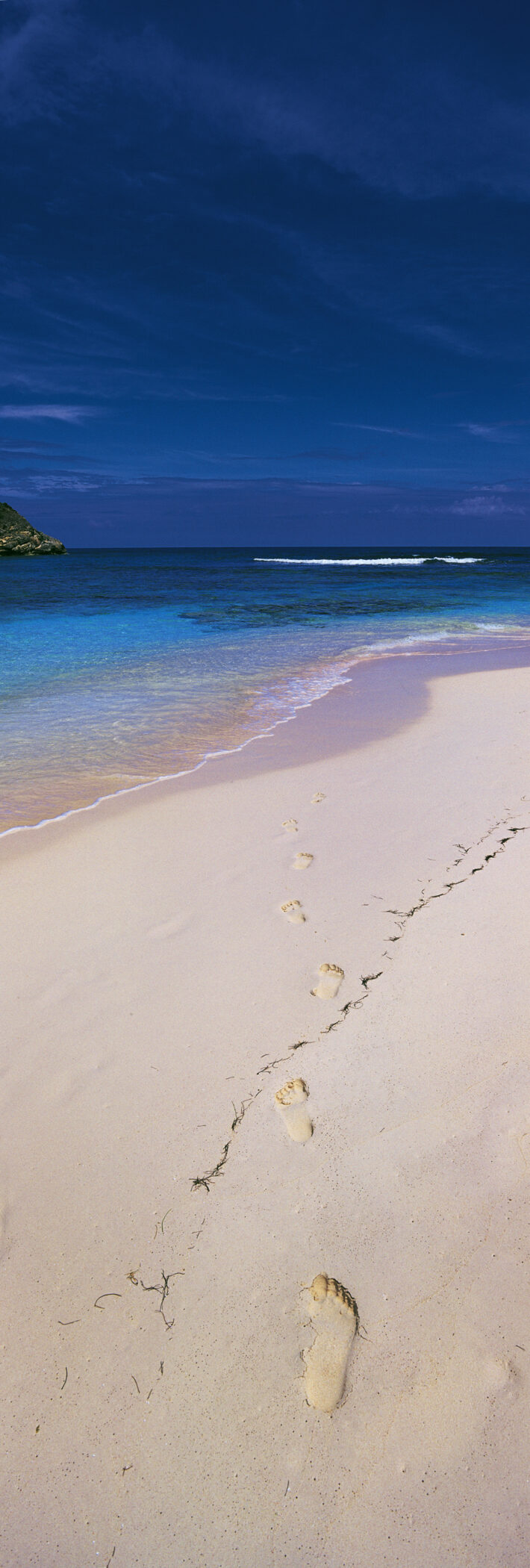 G31 - Footprints in the Sand, Antigua