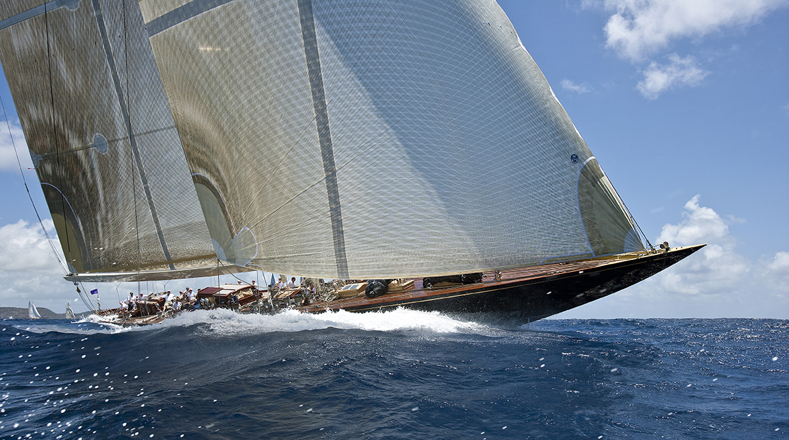 G295 - Velsheda races to Windward